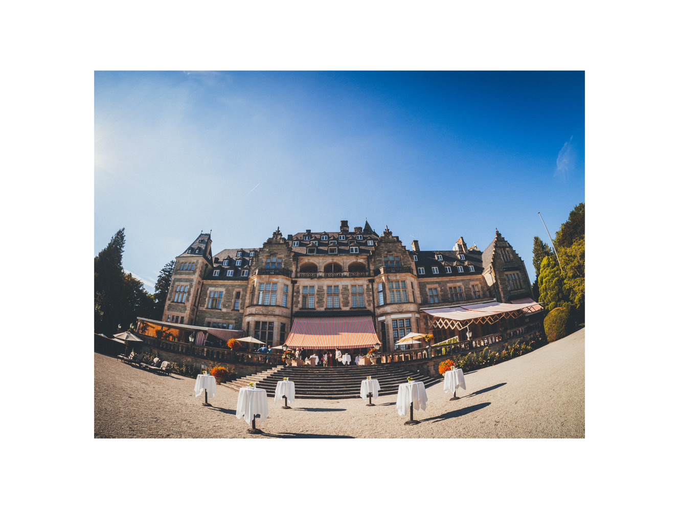Wedding at Schlosshotel Kronberg - getting ready, church wedding, wedding portraits in the park and a great party