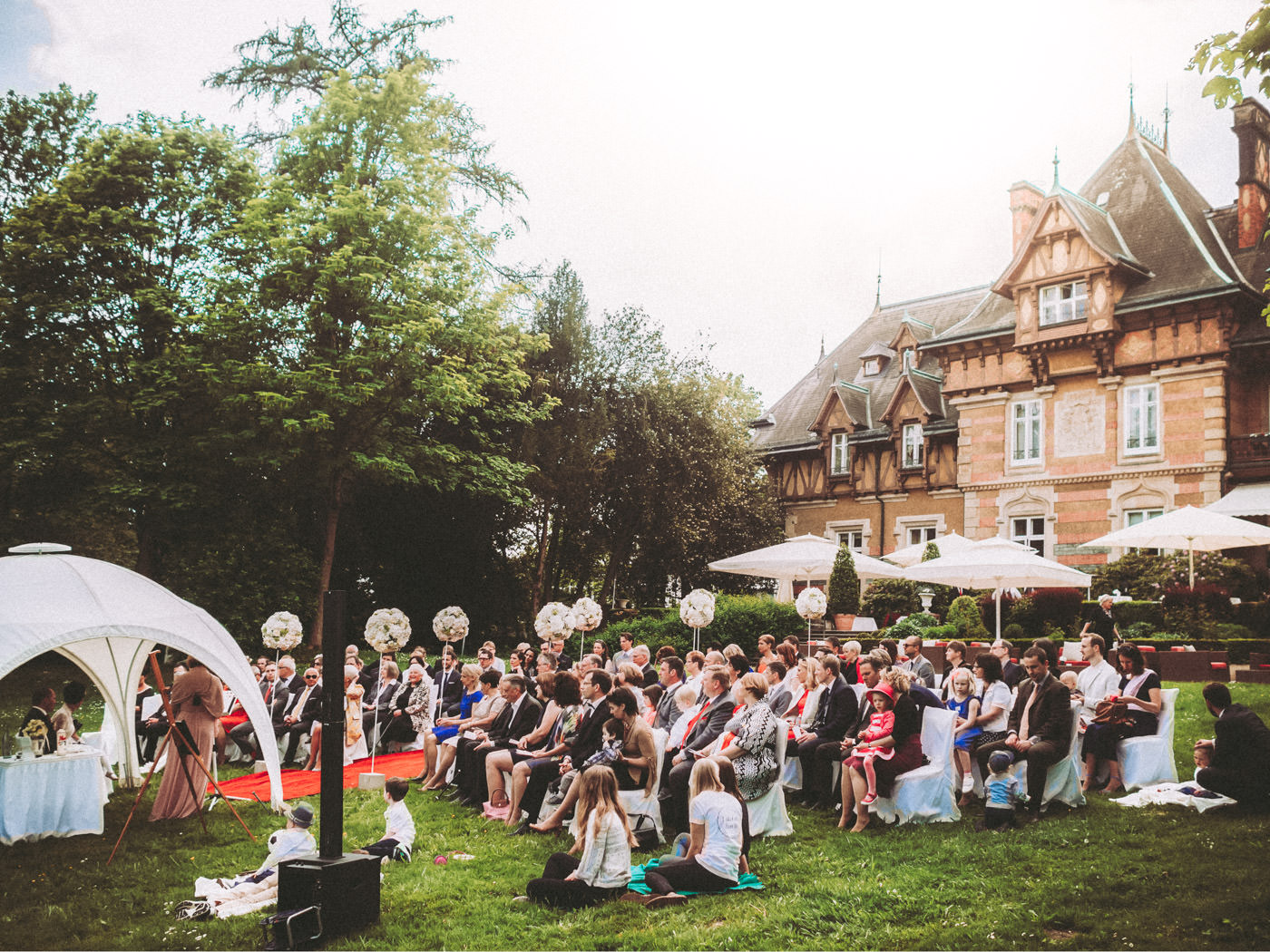 Wedding at Villa Rothschild, Königstein, Frankfurt - outdoor wedding in the park and party in the bar