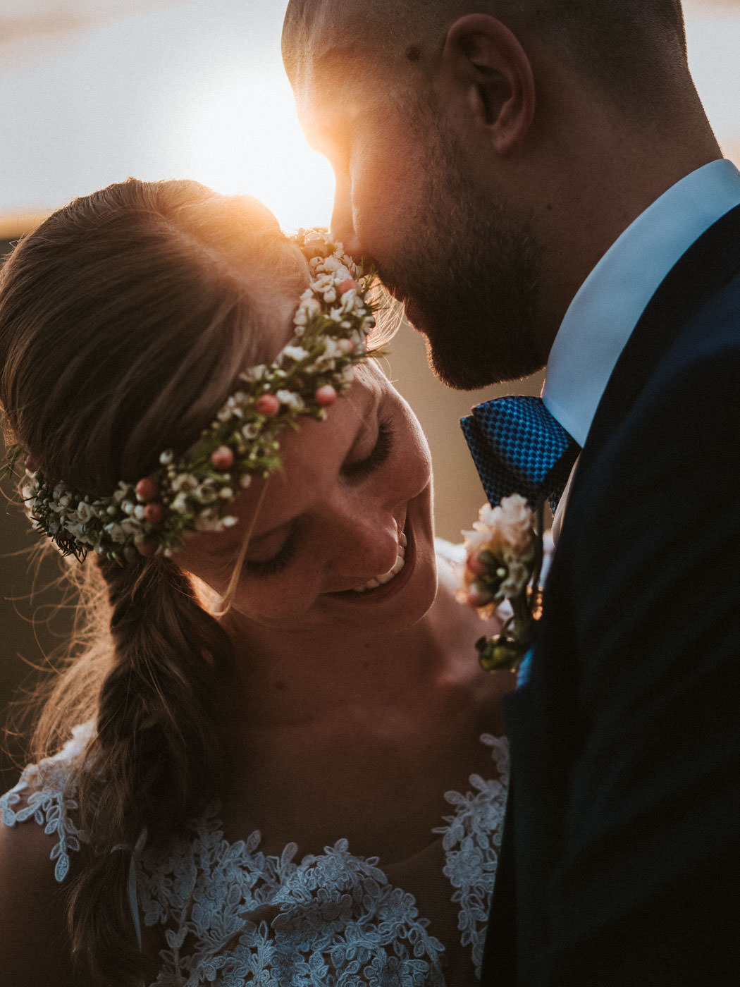 Wonderful evening light - portrait of the bridal couple