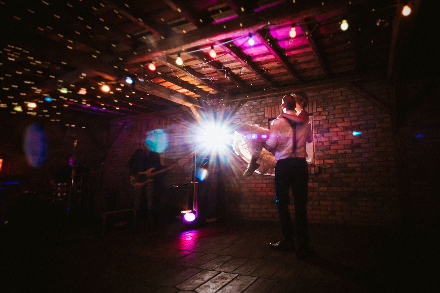 First dance to live music in the old barn of Weingut Weidenmühle