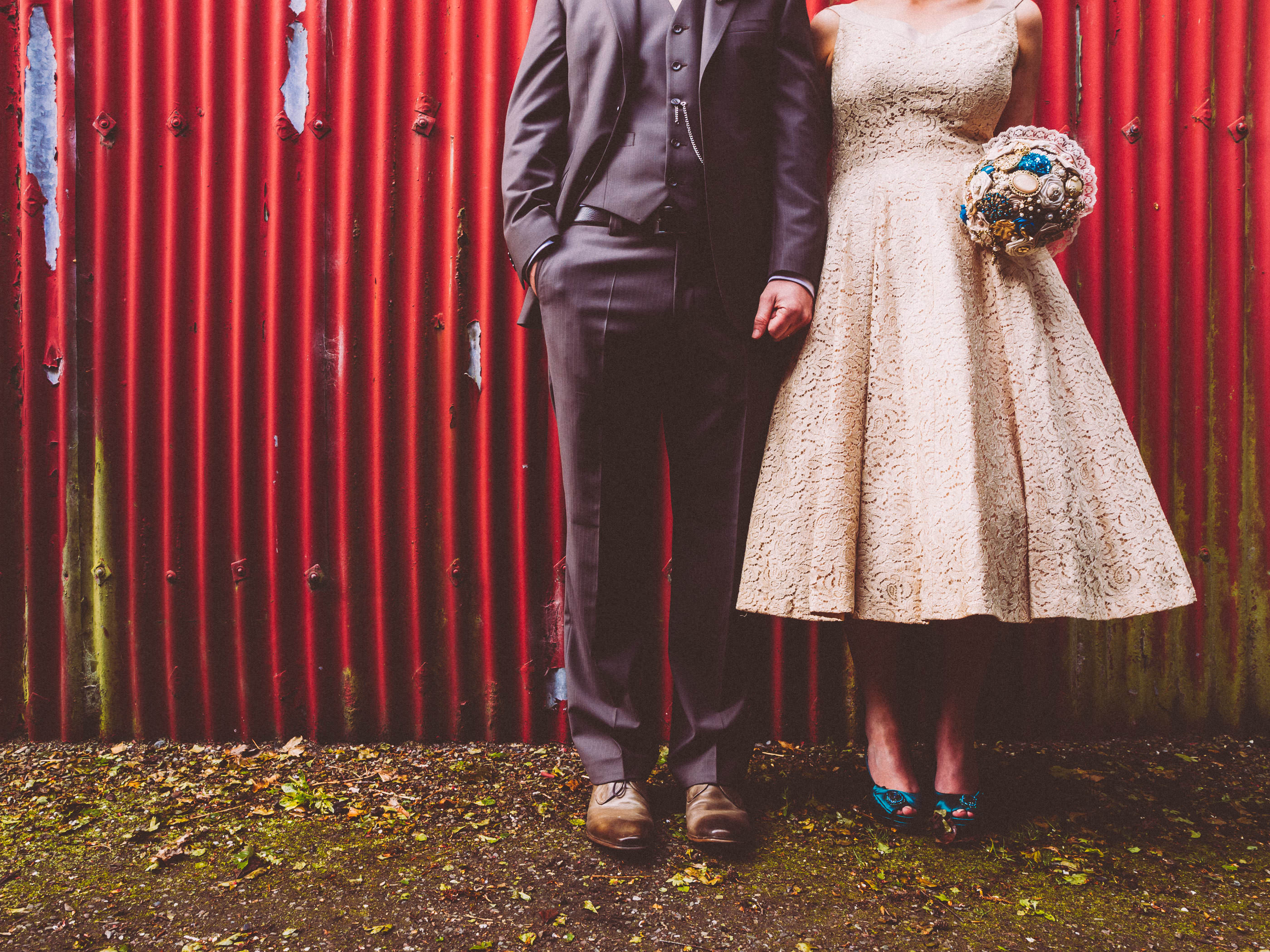 vintagewedding in Ireland, couple in front of red barn, vintage dress